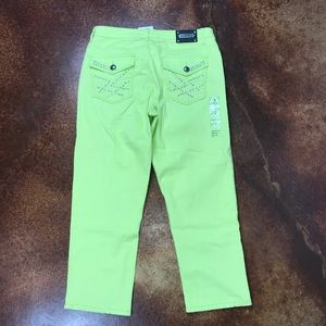 Tru Luxe Jeans Jeans - NWT Tru Luxe Jeans 31/12 lime green cropped jeans